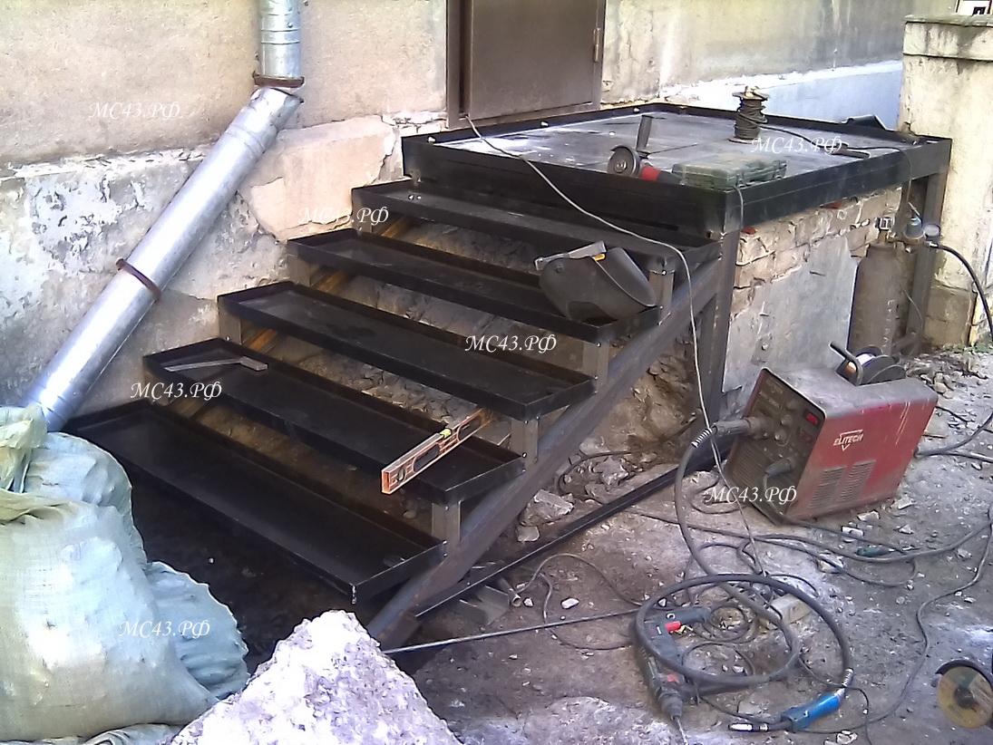 фото металлическая лестница