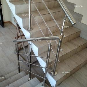 Ограждение лестницы из нержавейки фото
