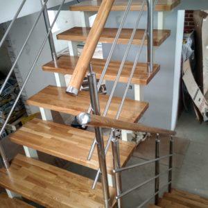 Лестница на второй этаж доме в Кстинино