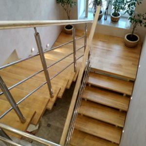Лестница на металлическом каркасе с отделкой сосной Коминтерн